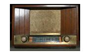 Радиото е едно от основните средства за масова информация, служещо за разпространение на говор и музика. Ние го свързваме с електронно устройство, което използваме за получаването на говор и музика. Всъщност, радиоапарата преобразува енергията на радиовълните в електрическо напрежение и след усилване и детектиране, радиоприемника я преобразува в звукове.